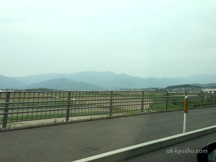 二丈のあたりの風景。田園が広がります。山の稜線がキレイ。