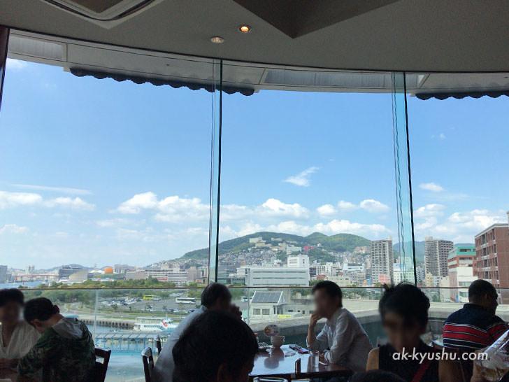 写真:四海楼からの絶景。稲佐山
